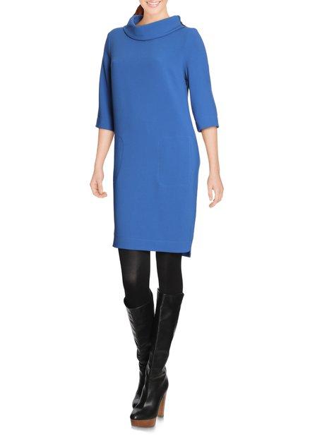 Blauw kleed met opstaande kraag