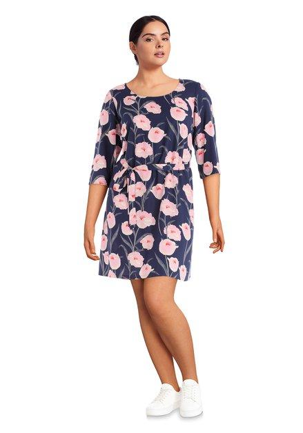 Blauw kleed met roze bloemen