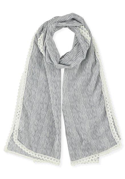 Blauw-wit gestreepte sjaal met gehaakt boordje