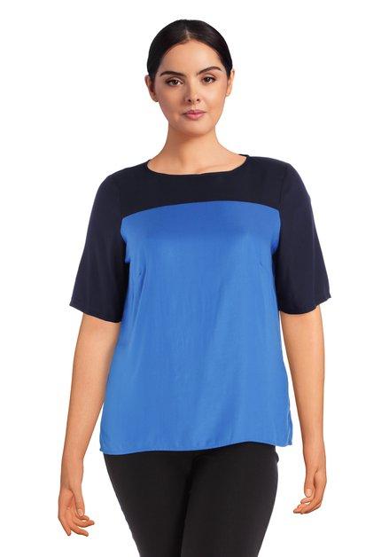 Blauwe bloes met color blocking