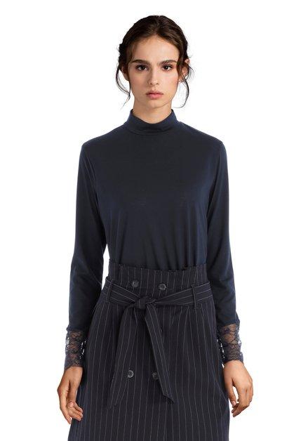 Blauwe blouse met hoge kraag