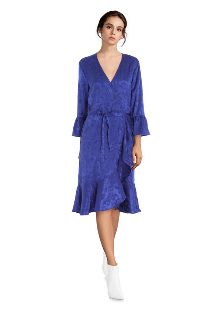 Blauwe jurk met toon-op-toon motief