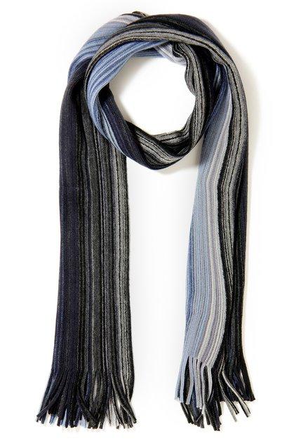 Blauwe sjaal met fijne strepen