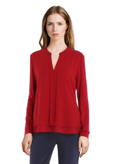 Blouse rouge foncé avec couture verticale