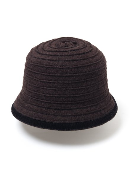 Chapeau brun en laine