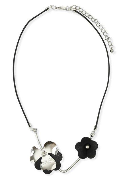Collier noir à fleurs argentées