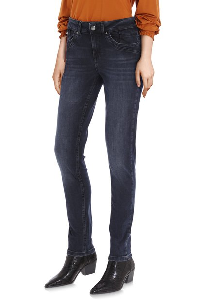 Donkerblauwe denim met wassing - slim fit