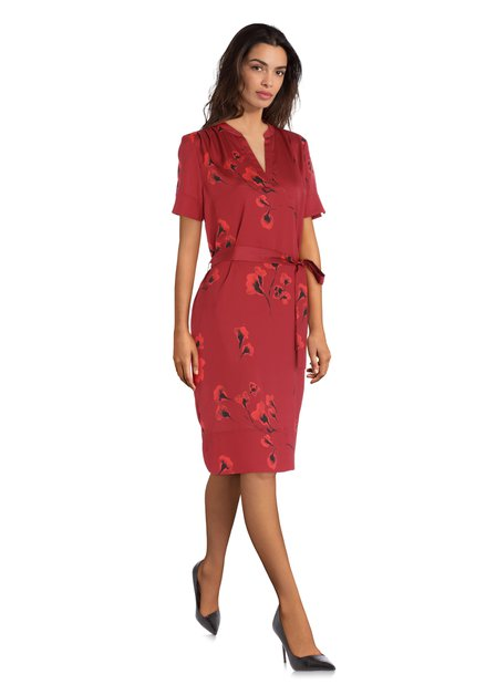 Donkerrode jurk met klaprozen