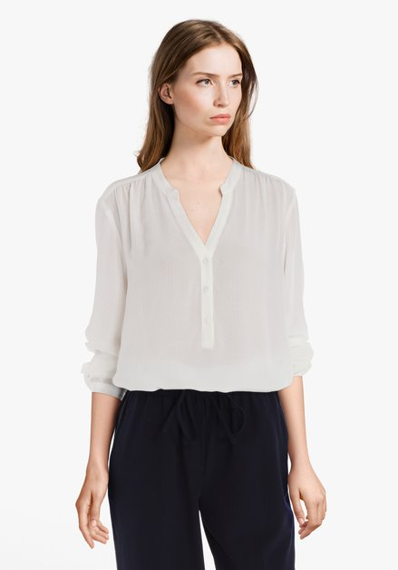 Ecru blouse in fijne structuurstof