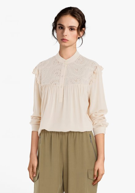 Ecru blouse met broderie anglaise