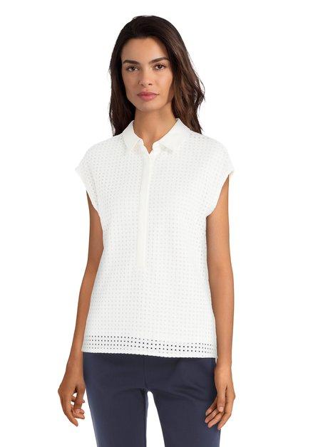 Ecru blouse met geperforeerd patroon