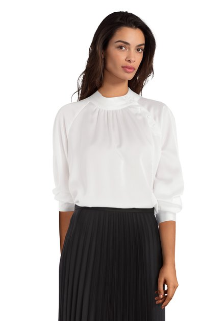 Ecru blouse met opstaande kraag en zijdelook