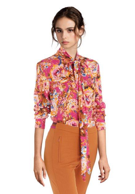 Fuchsia blouse met tropische bloemen en striklint