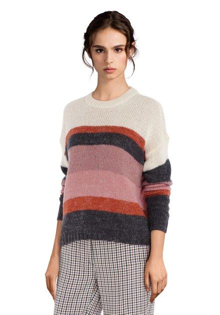 Gebreide trui met kleurrijke strepen