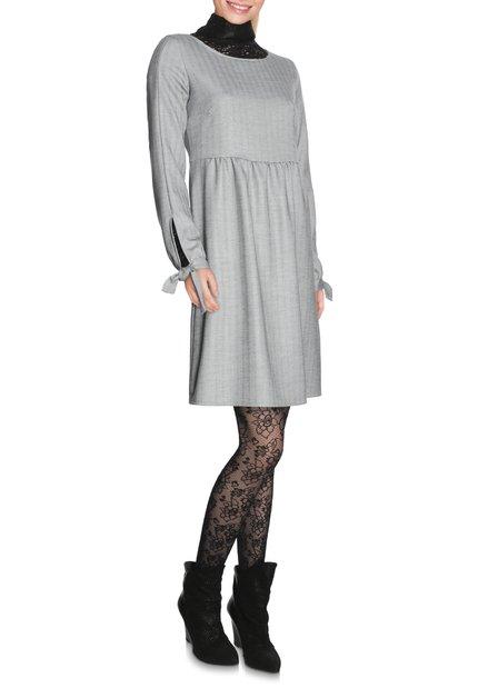 Grijs kleed met visgraatmotief