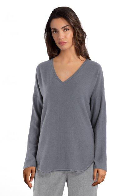 Grijsblauwe trui met geribde V-hals