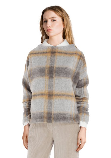 Grijze fluffy trui met flou ruiten