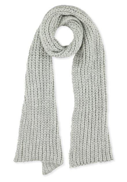 Grijze gebreide sjaal