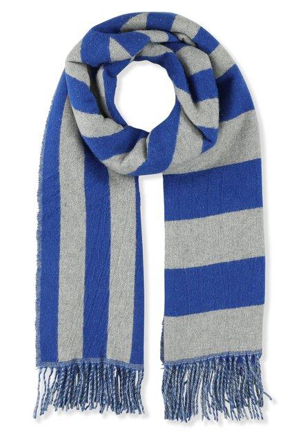 Grijze sjaal met blauwe strepen