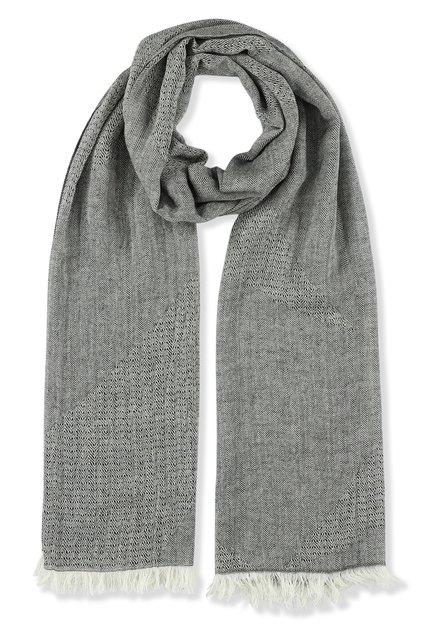 Grijze sjaal met fijne franjes