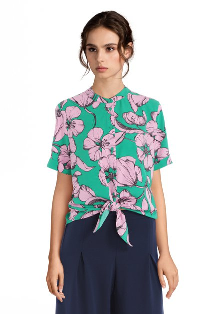 Groene blouse met roze bloemen