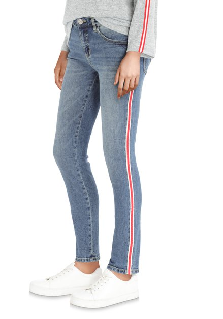 Jean bleu avec galon rouge – slim fit