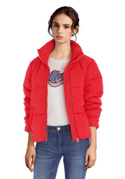 Korte gewatteerde rode jas