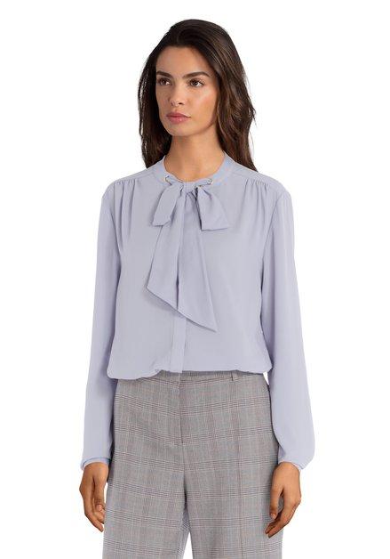 Lichtblauwe blouse met jabotstrik