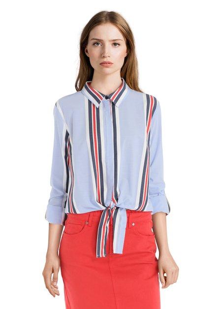Lichtblauwe blouse met verticale strepen en strik