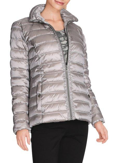 Lichtgrijze gematelasseerde jas