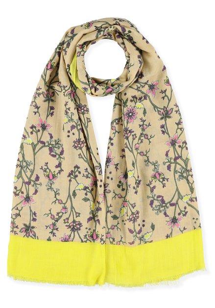 Lichtroze sjaal met fijne bloemenprint