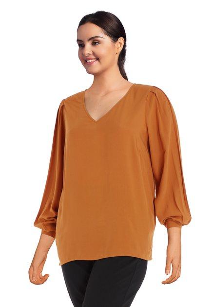 Okerkleurige blouse met V-hals