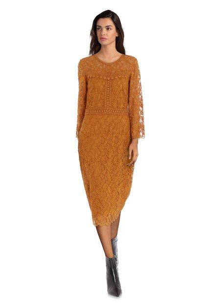 Okerkleurige kanten kleed