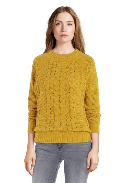 Okerkleurige trui met kabelmotief
