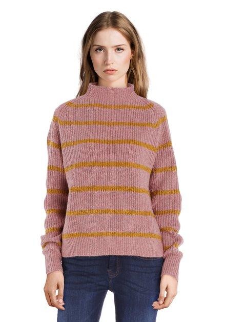 Oudroze trui met mosterdgele streepjes