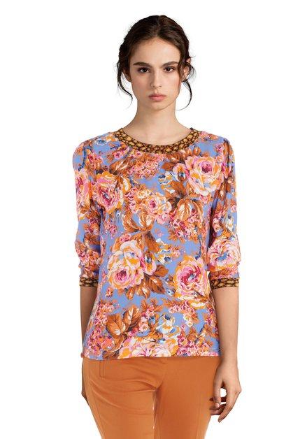 Poederblauwe blouse met fuchsia bloemen
