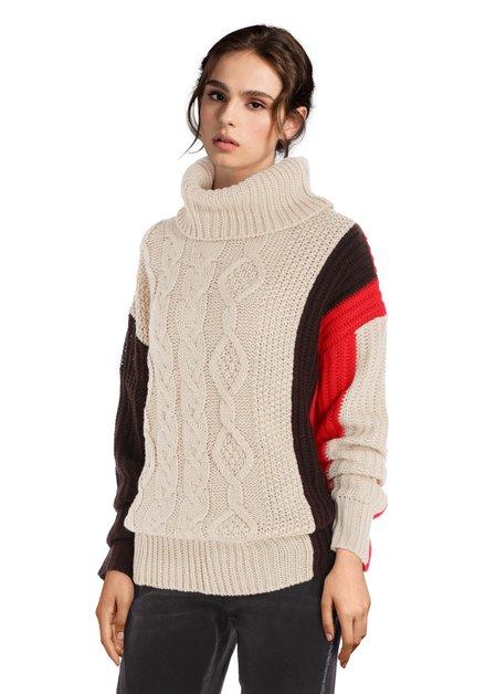 Pull en tricot écru avec col roulé