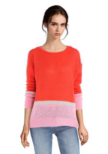 Pull en tricot rose et rouge