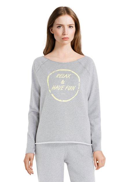 Pull gris avec texte jaune «Relax & have fun»