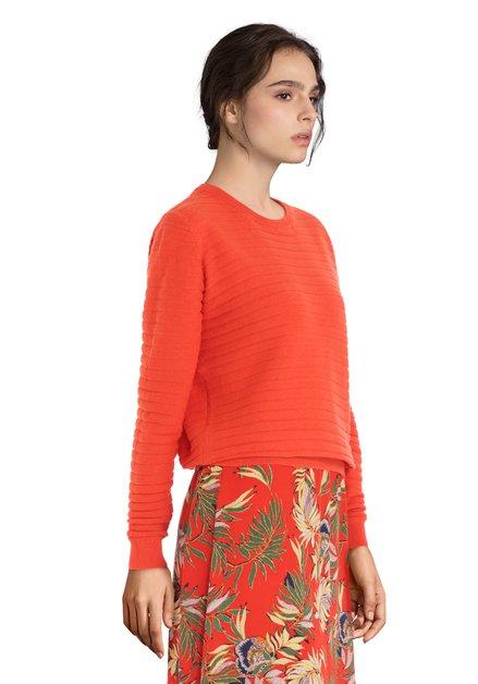 Pull orange avec motif à rayures
