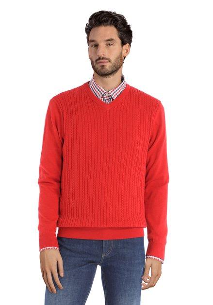 Pull rouge en tricot à encolure en V