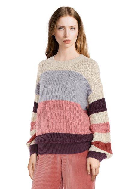 Pull tricoté avec couleurs