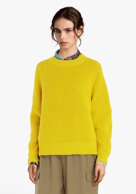 Pull tricoté jaune moutarde