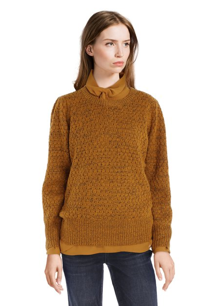 Pull tricoté jaune ocre