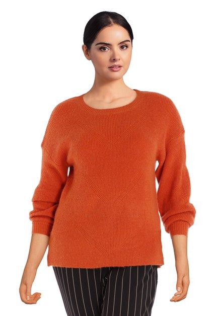 Pull tricoté orange contenant de la laine