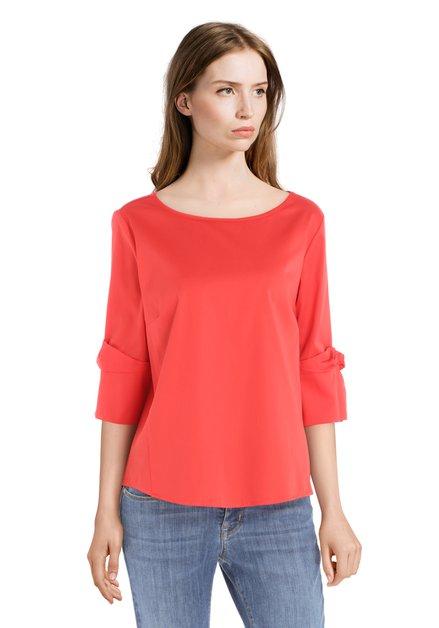 Rode blouse met knoop aan de mouwen