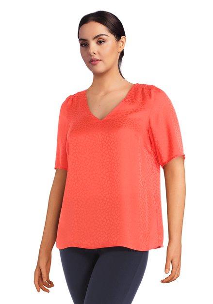 Rode blouse met toon-op-toon panterprint