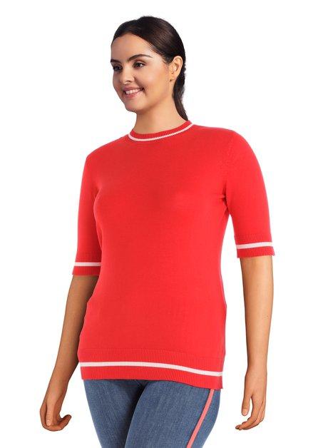 Rode pull met korte mouwen en ronde hals