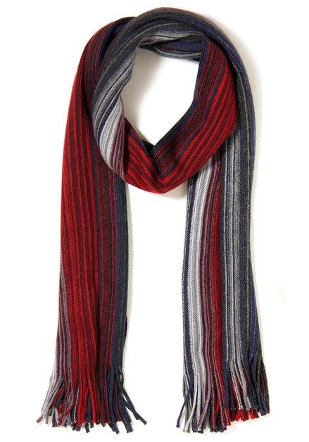 Rode sjaal met fijne strepen