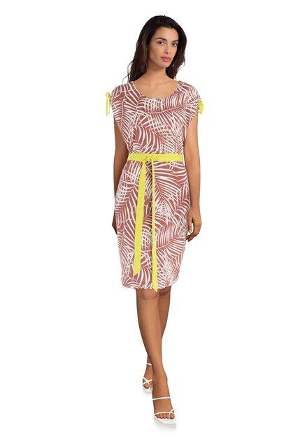 Roestkleurig kleed met bladerprint